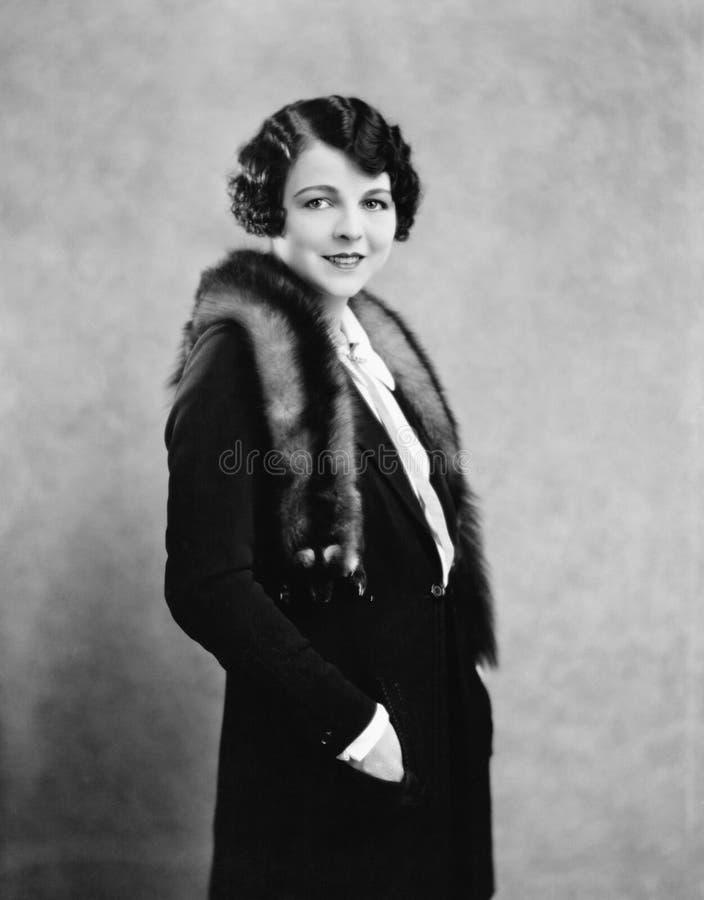 Портрет меха женщины нося (все показанные люди более длинные живущие и никакое имущество не существует Гарантии поставщика которы стоковая фотография rf