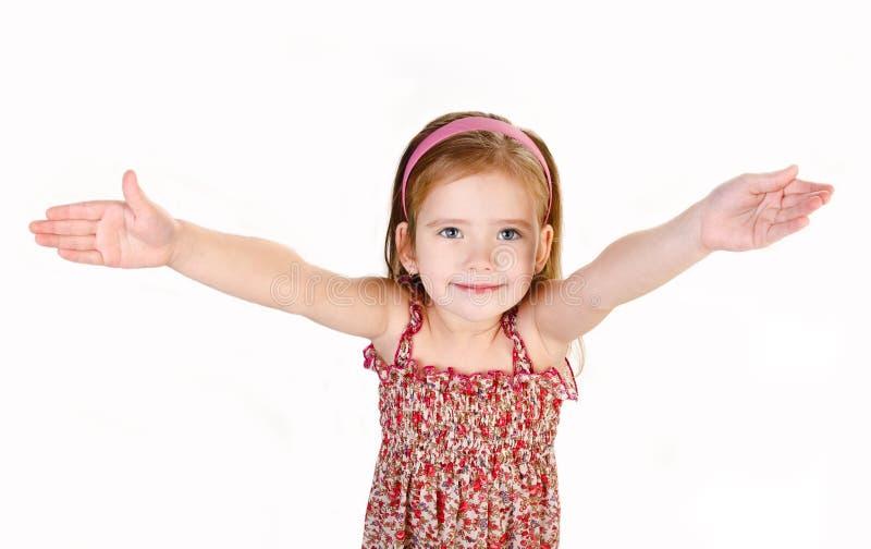 Портрет милой маленькой девочки давая ее изолированные руки стоковое фото