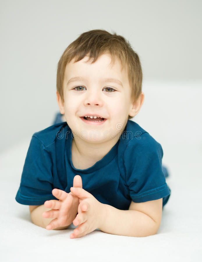 Портрет милого мальчика стоковые изображения rf