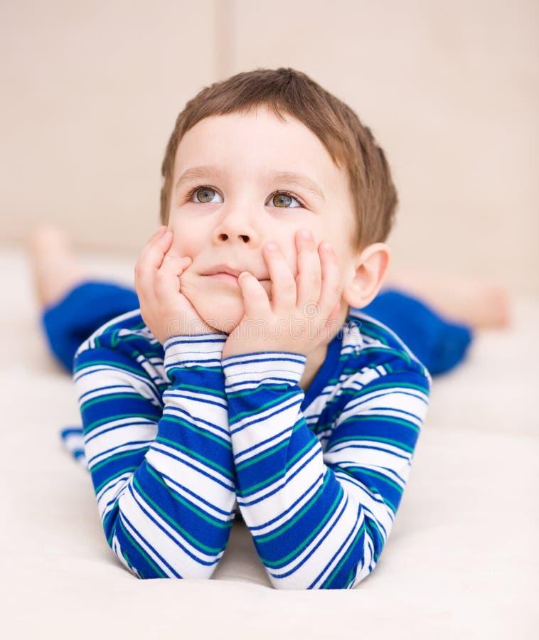Портрет милого мальчика стоковая фотография rf