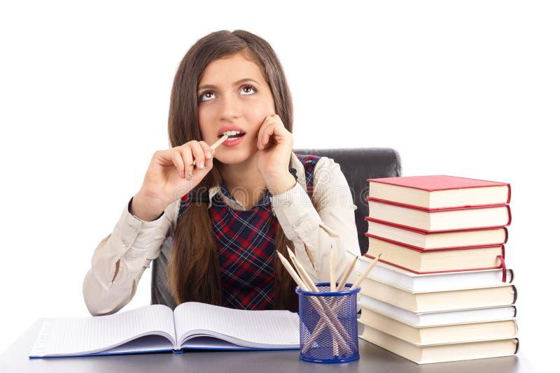 Портрет милой школьницы думая крепко стоковая фотография rf