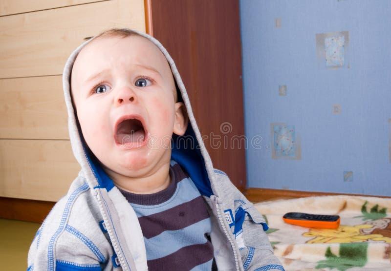 портрет младенца плача стоковые изображения