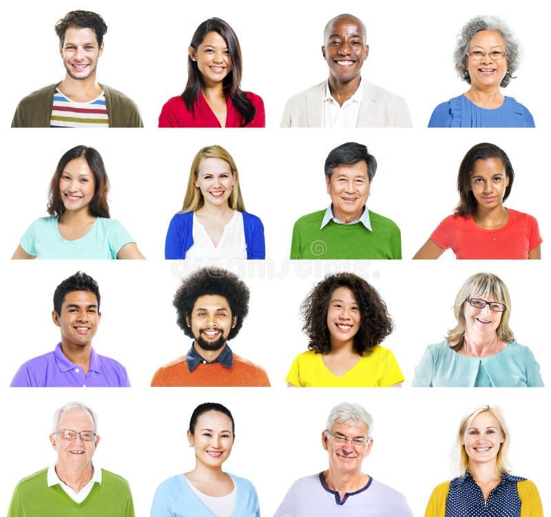 Портрет многонациональных красочных жизнерадостных людей стоковые изображения rf