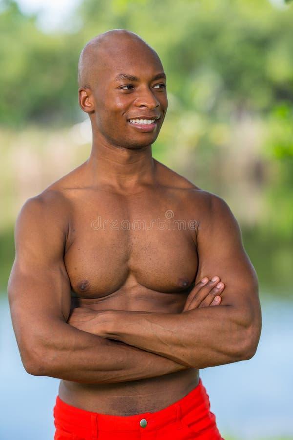Портрет модели фитнеса без усмехаться рубашки стоковое изображение rf