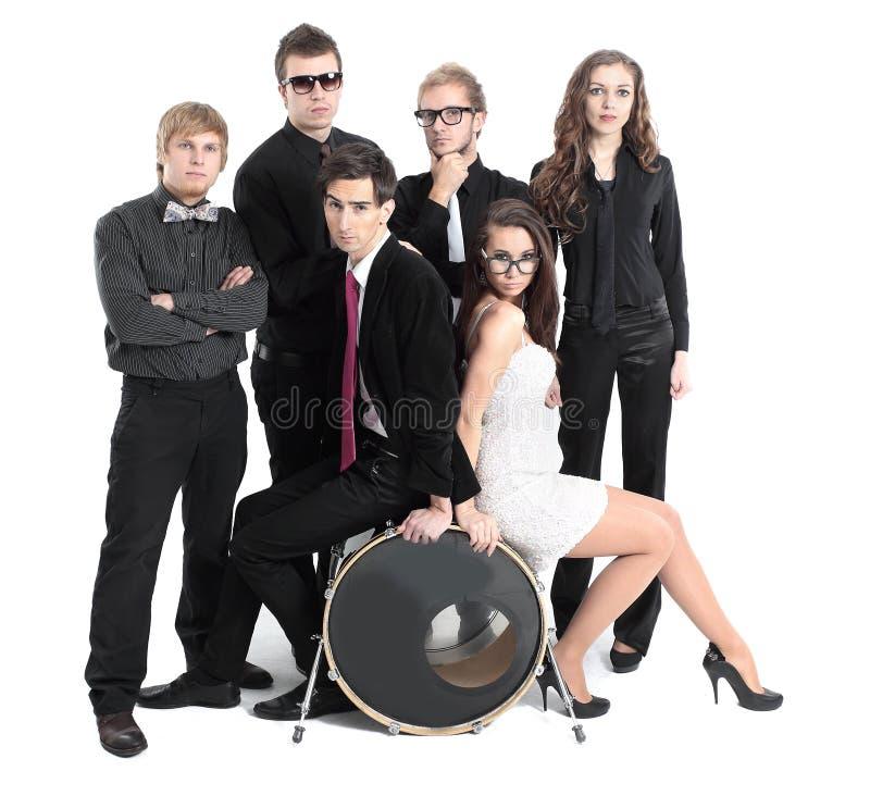 Портрет молодежной группы выполняя утес-n-крен стоковое изображение rf