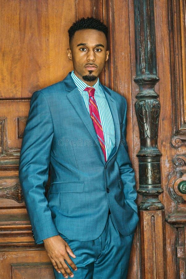 Портрет молодого Афро-американского бизнесмена стоковое фото rf