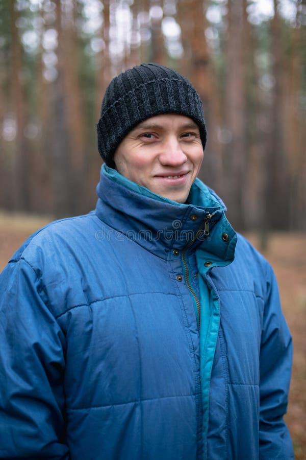 Портрет молодого сельского парня стоковая фотография