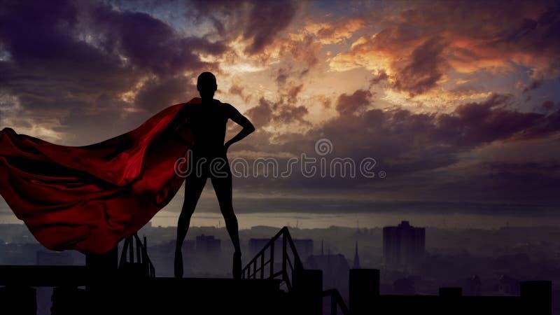Портрет молодой женщины героя с городом предохранителя накидки супер человека красным стоковое изображение