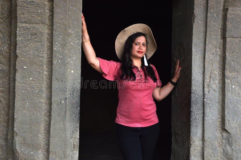 Портрет молодой индийской женщины стоковая фотография rf