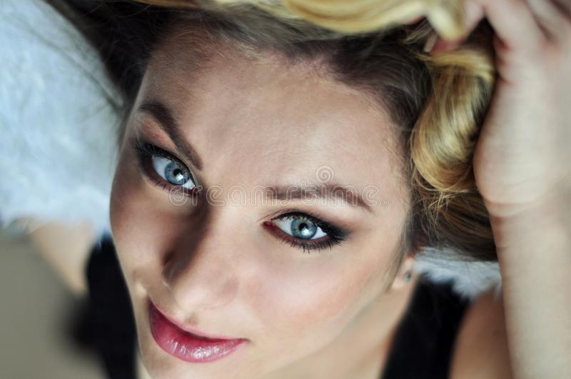 Портрет молодой красивейшей женщины стоковая фотография