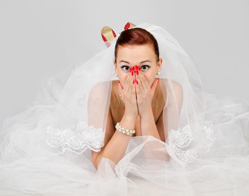 Портрет молодой красивейшей удивленной невесты стоковые фотографии rf