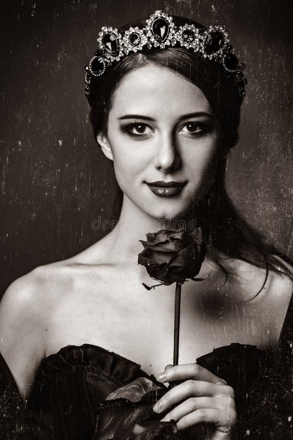 Портрет молодые женщины с кроной стоковое фото rf