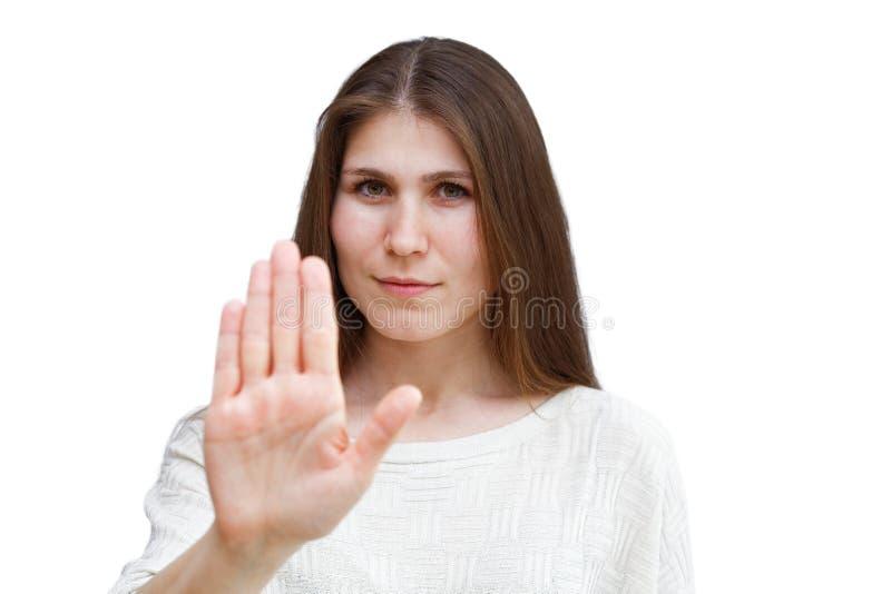Портрет молодого жеста стопа показа женщины брюнет стоковые изображения rf