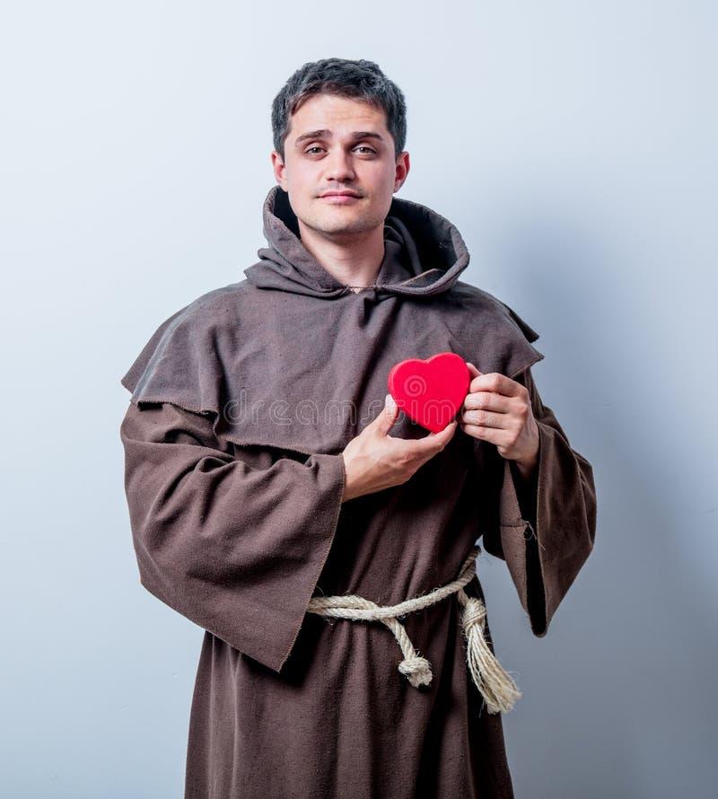 Портрет молодого католического монаха с формой сердца стоковое фото rf