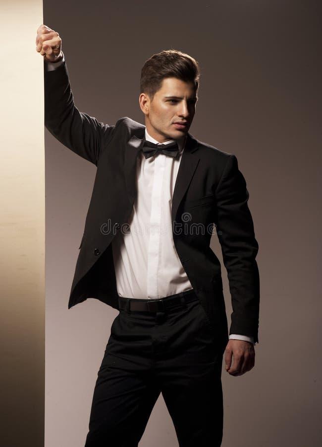 Портрет молодого красивого человека стоковые фото