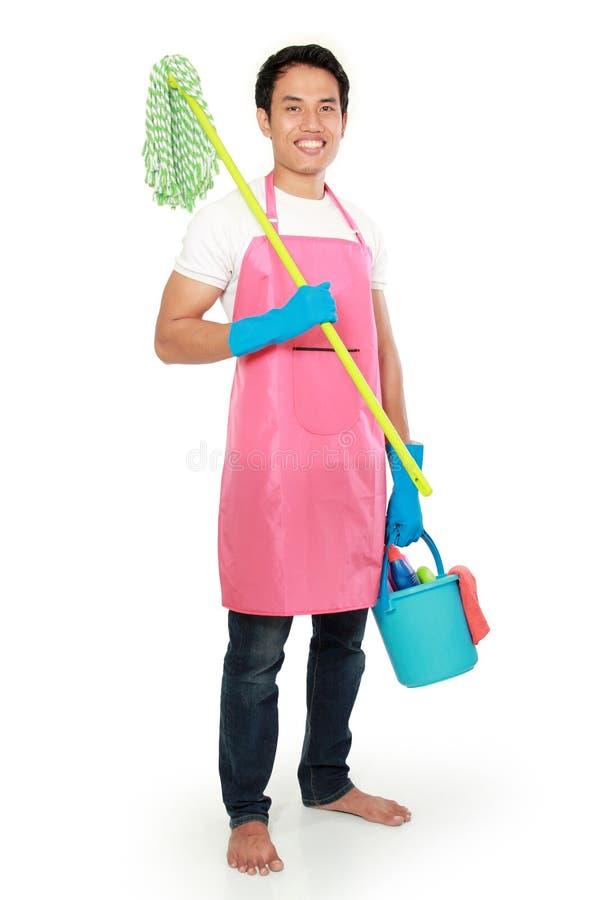 Download Портрет молодого человека с оборудованием чистки Стоковое Фото - изображение насчитывающей мужчина, домоец: 37928688