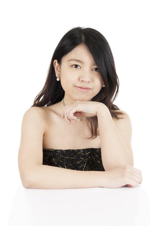 Портрет молодой азиатской женщины, изолированный на белизне стоковая фотография rf