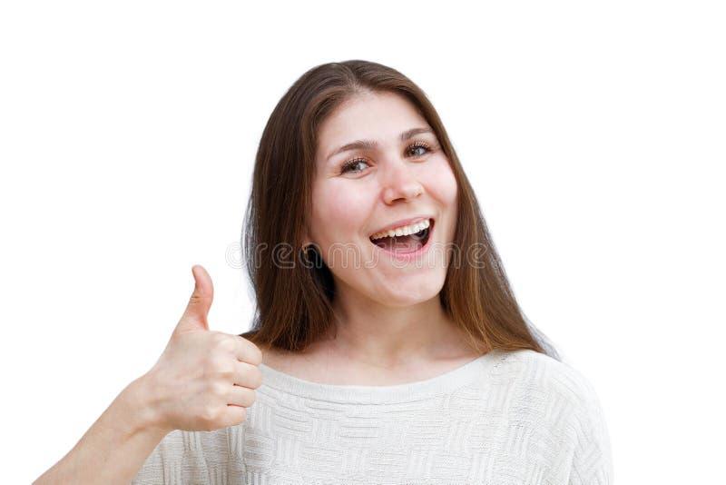 Портрет молодой женщины показывая большой палец руки вверх изолированный на белизне стоковое фото rf