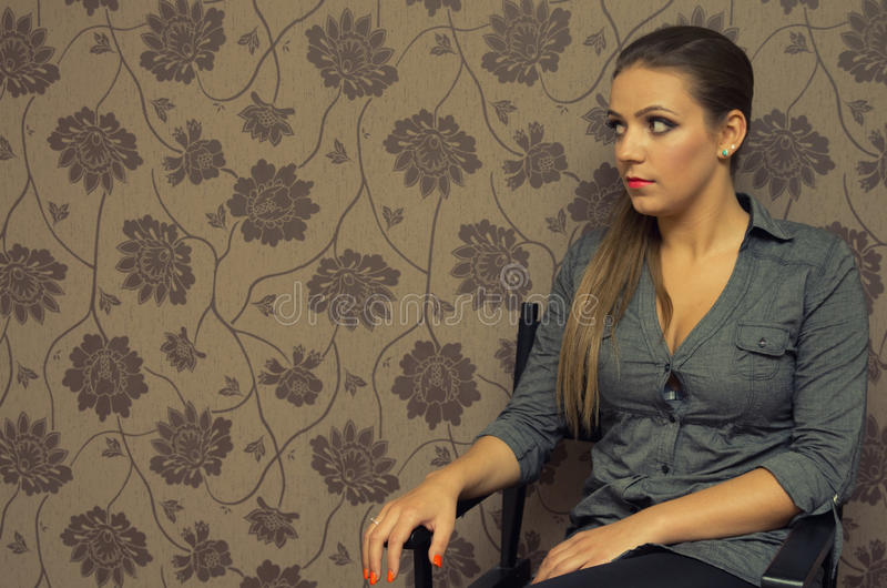 Download Портрет молодой женщины стоковое фото. изображение насчитывающей модель - 37930358