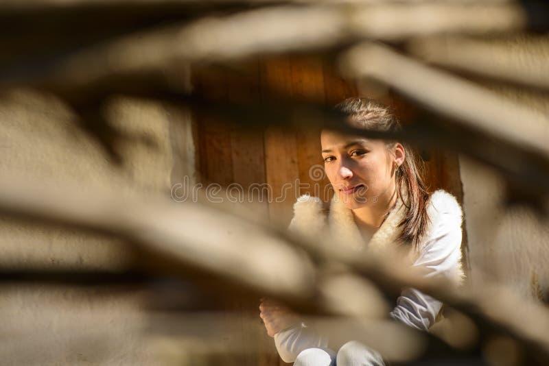 Download Портрет молодой женщины стоковое фото. изображение насчитывающей выражать - 40579434