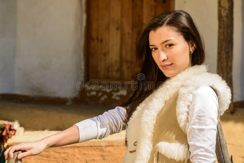 Download Портрет молодой женщины стоковое изображение. изображение насчитывающей природа - 40579439