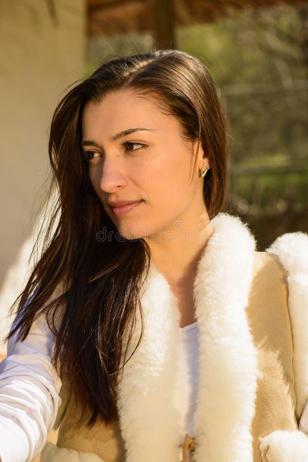 Download Портрет молодой женщины стоковое изображение. изображение насчитывающей сад - 40579461