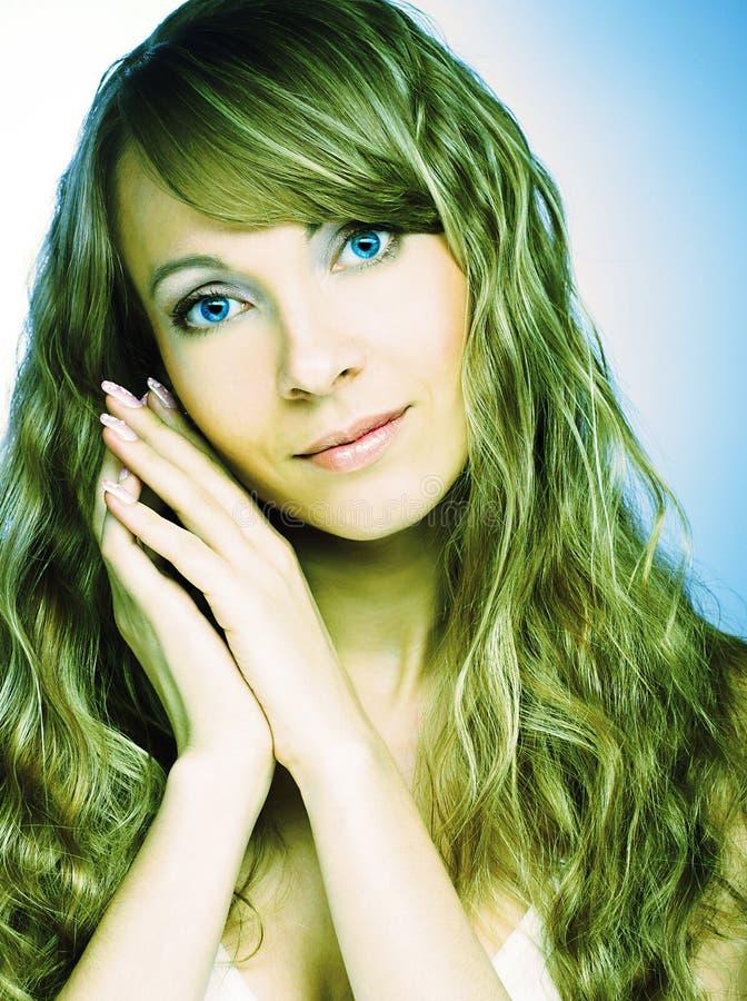 Download Портрет молодой женщины стоковое фото. изображение насчитывающей лоск - 40581926