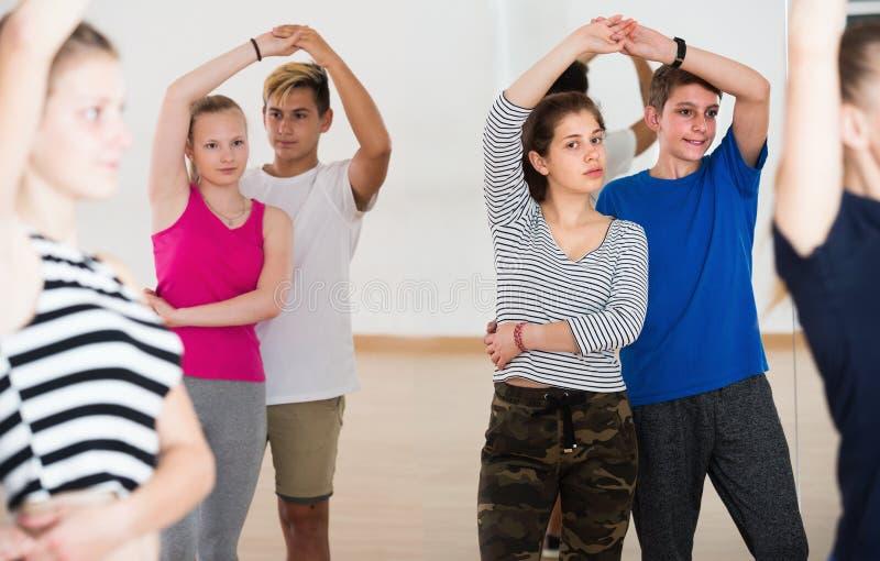 Портрет молодой изучать пар танца партнера стоковое фото