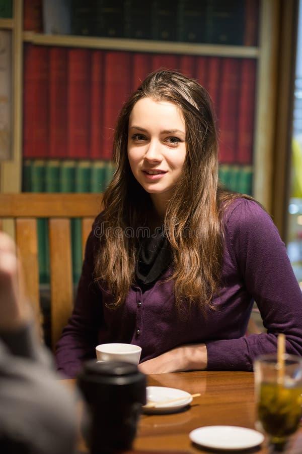 Портрет молодой красивейшей женщины стоковые фотографии rf