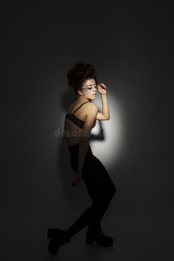 Портрет молодой красивой сексуальной модели стоковая фотография