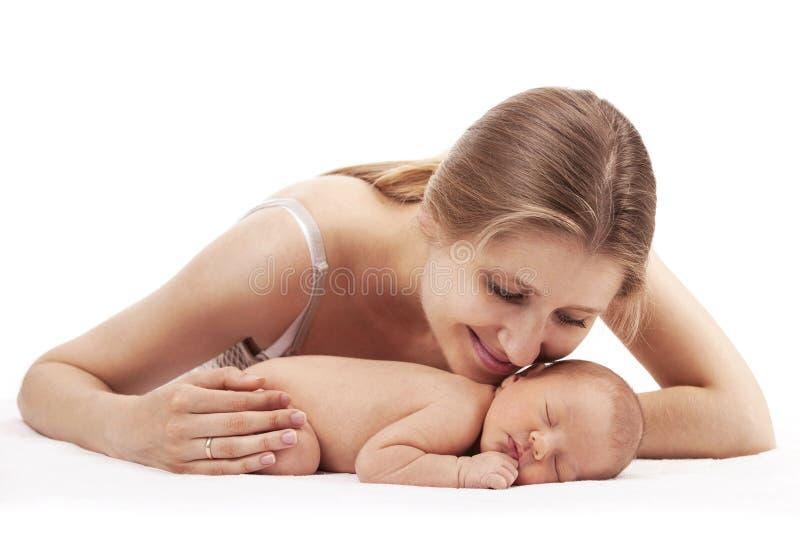 Портрет молодой матери и newborn сына стоковое фото rf