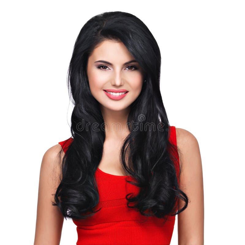 Портрет молодой усмехаясь женщины с длинными коричневыми волосами стоковое фото rf