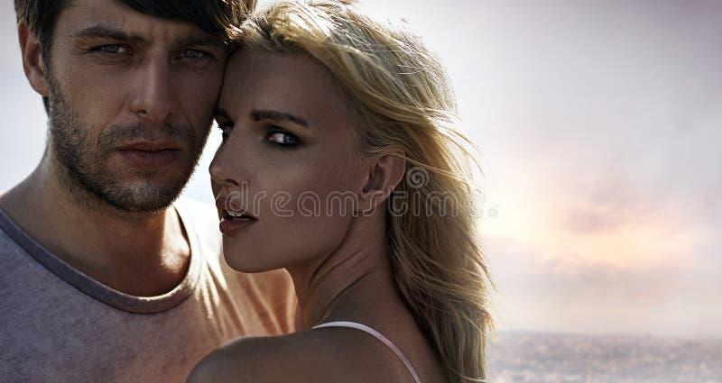 Портрет молодых, привлекательных любовников стоковая фотография