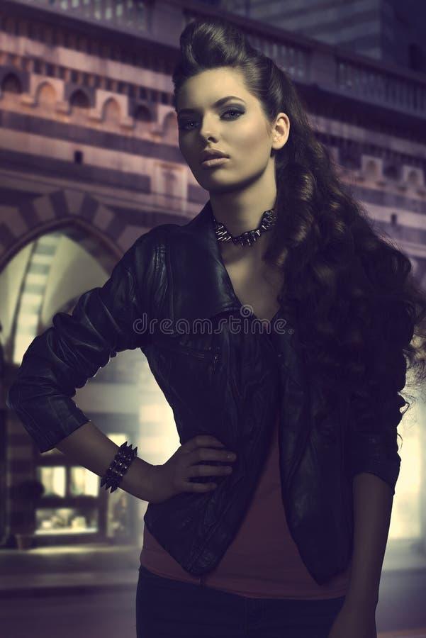 Портрет моды девушки утеса стоковые изображения rf