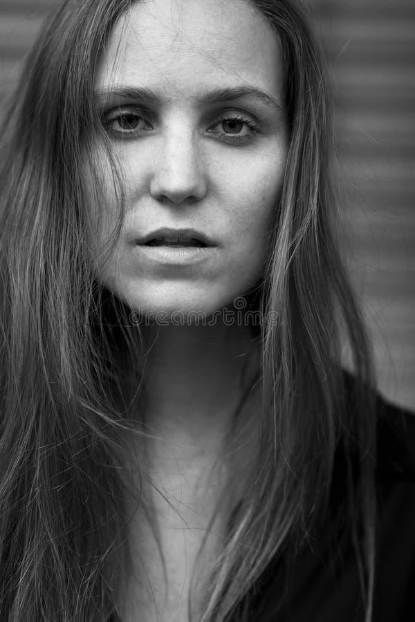 Портрет моды одной естественной смотря женщины стоковая фотография rf