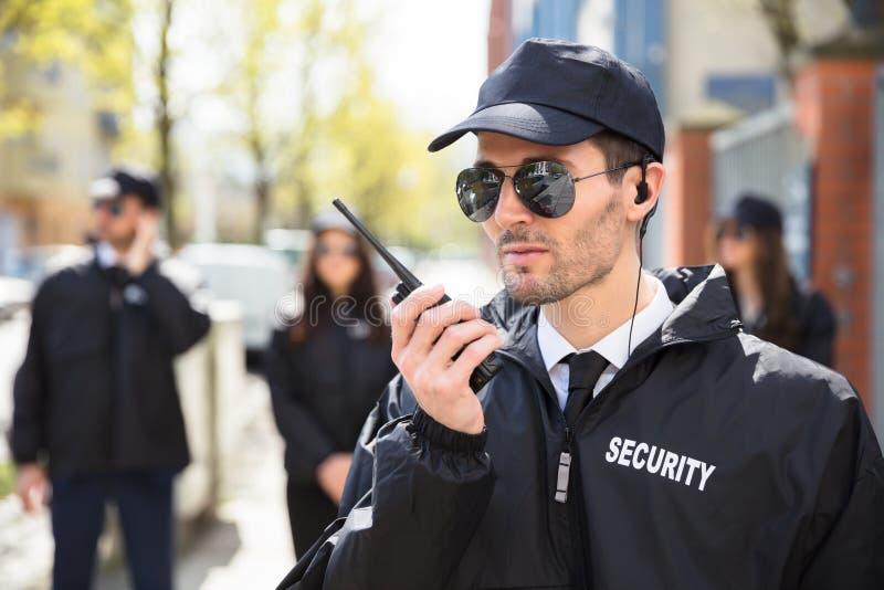 Портрет мужского охранника стоковые изображения