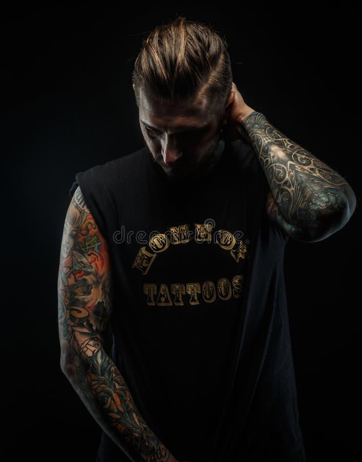 Портрет мужчины с татуировками стоковые фотографии rf