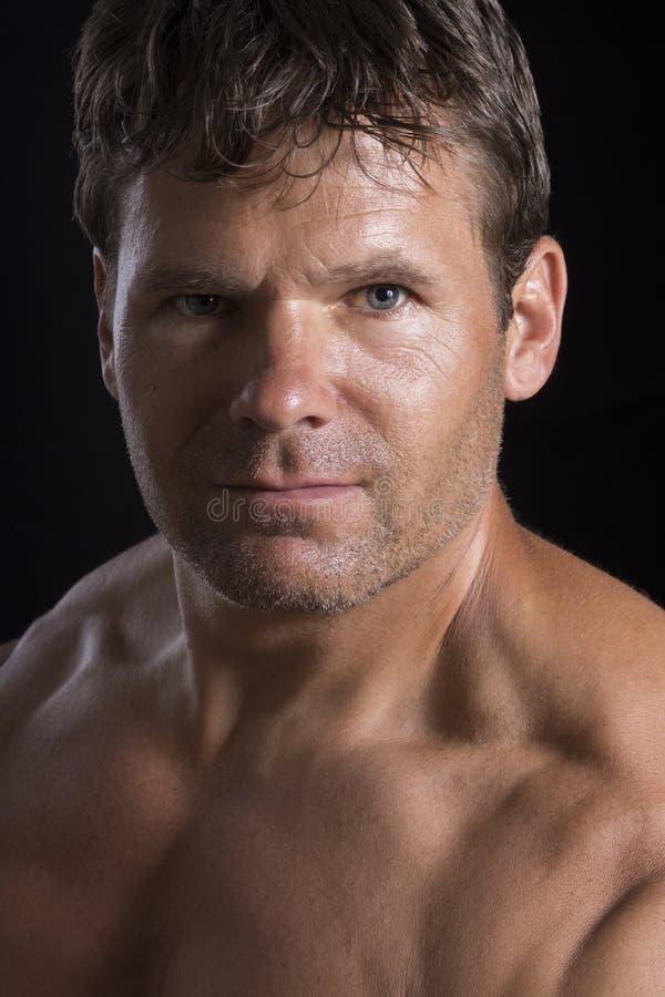 Портрет мышечного человека стоковое фото