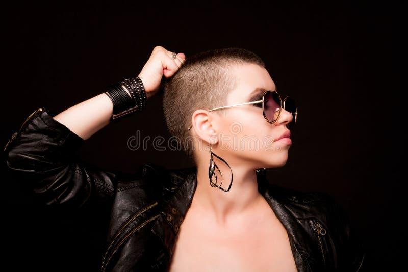 Портрет облыселой женщины стоковое изображение rf