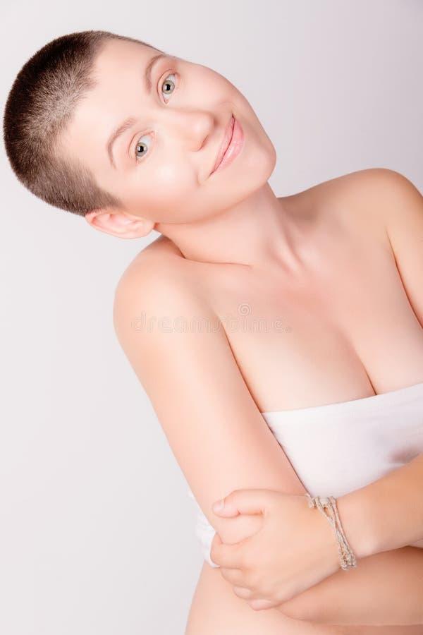 Портрет облыселой девушки стоковые изображения
