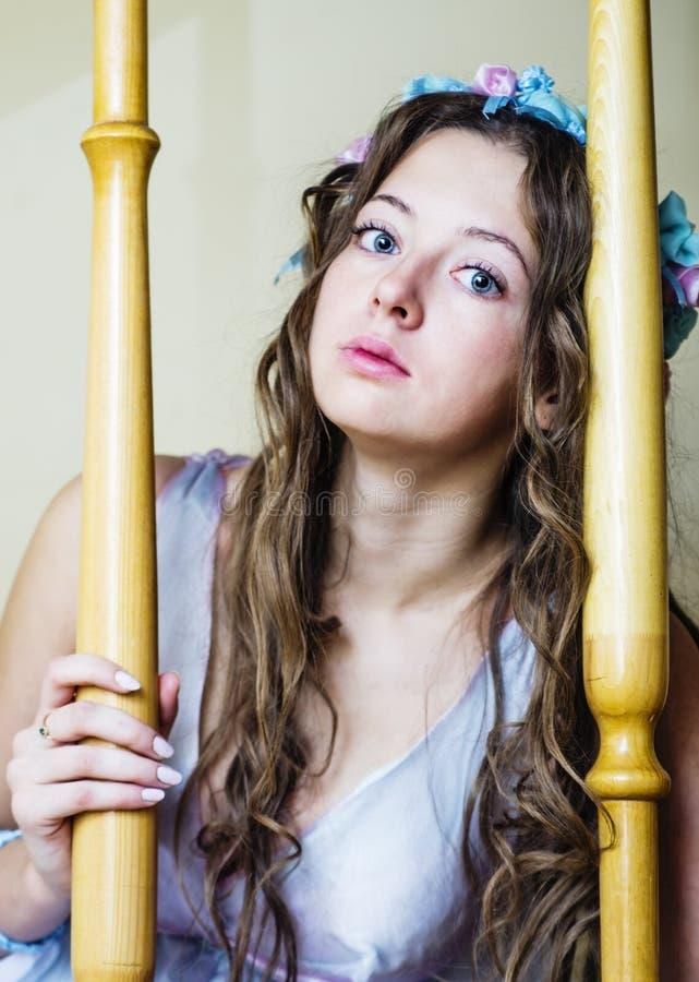 Портрет довольно унылой девушки стоковое изображение rf