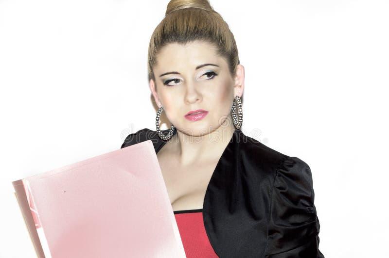 Портрет документов чтения бизнес-леди стоковое изображение