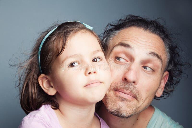 Портрет, отец и дочь семьи стоковое фото