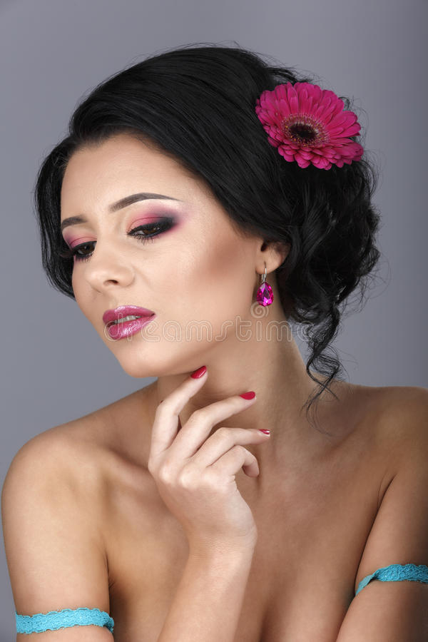 Портрет очарования красивой модели женщины с свежим ежедневным makeu стоковые изображения rf