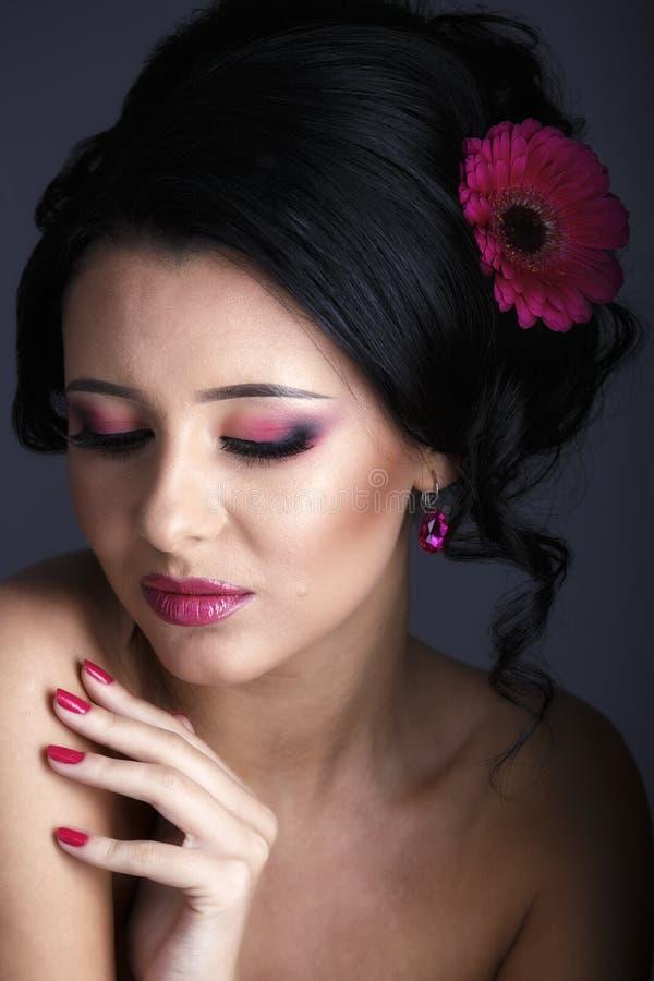 Портрет очарования красивой модели женщины с свежим ежедневным makeu стоковое изображение rf
