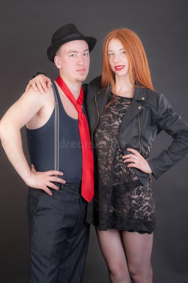 Портрет пары на черной предпосылке стоковые изображения