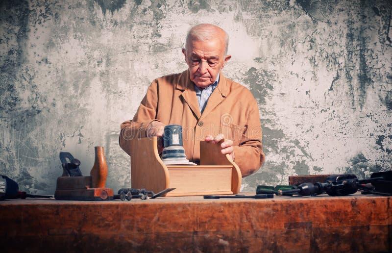 портрет плотника кавказский старый стоковые изображения rf