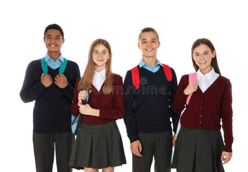 Портрет подростков в школьной форме с рюкзаками стоковая фотография rf