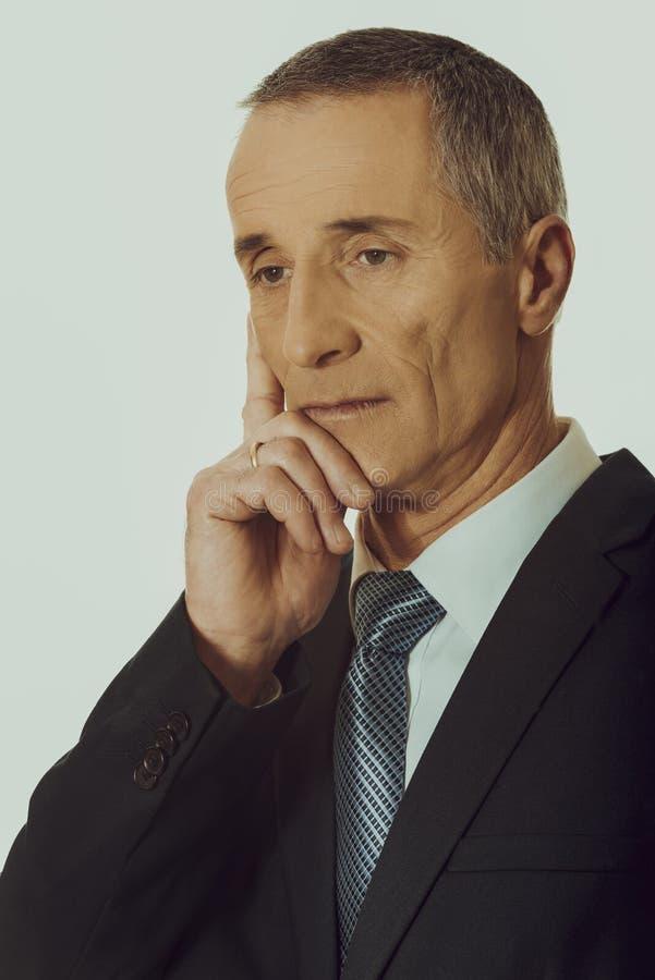 Портрет подбородка задумчивого бизнесмена касающего стоковая фотография rf