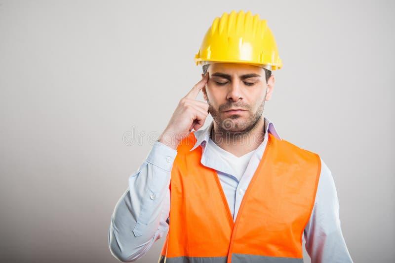 Портрет привлекательного архитектора делая концентрировать жест стоковое изображение rf